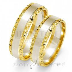Obrączki z białego i żółtego złota z bokami diamentowanymi - złoty skorpion